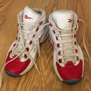 Reebok size 7 tennis shoe